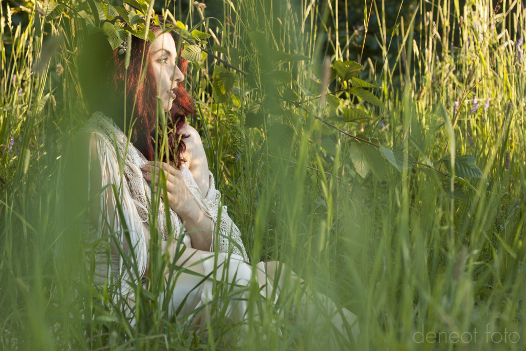 Nicky Ninedoors - deneot foto - white silk grass