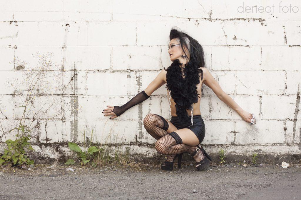 Ann Narky - deneot foto - chains