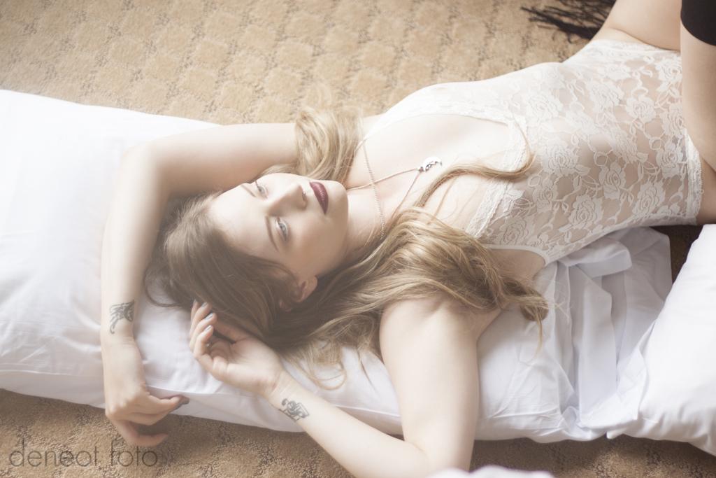 AmyLynn Emm - deneot foto - bodysuit lingerie boudoir