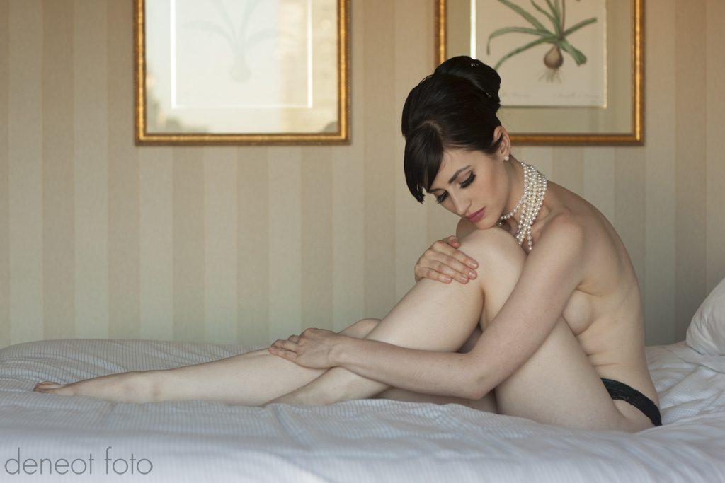Audrey Hipturn - deneot foto - in only pearls