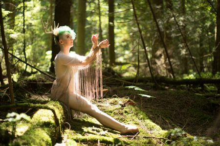 Voodoo Pixie nude in the forest by Deneot Foto