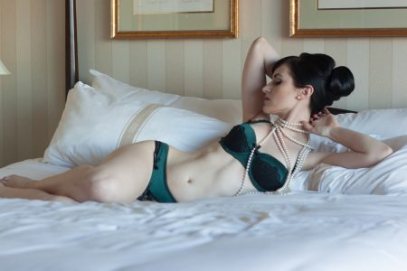 Audrey Hipturn with Pearls by Deneot Foto in Vancouver, BC