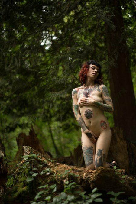 Ginni Fier nude river queen - deneot foto