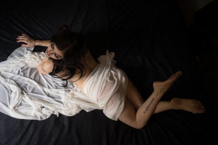 Delilah Diabolic entangled in her bedroom - deneot foto