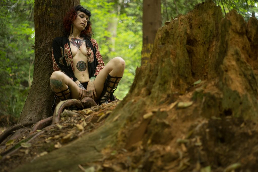 Ginni Fier nude witch in forest - deneot foto